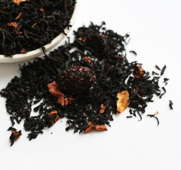 Черный чай с клубникой и ежевикой